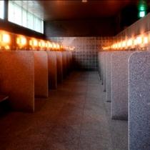 【洗い場】洗い場はひとつづつブースになっているので、周りを気にせず体を洗うことができます。