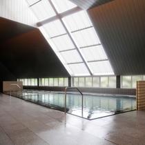 【大浴場】高い天井が開放感たっぷりの大浴場