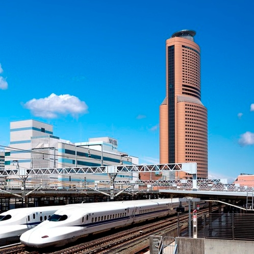 新幹線とアクトタワー