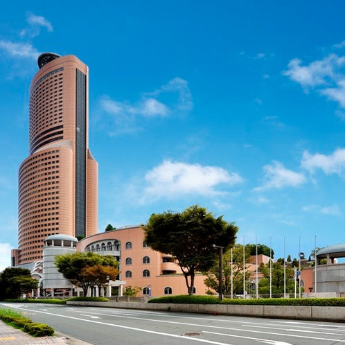 北東側から望むアクトタワー