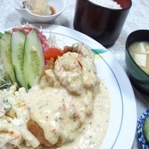 夕食付きプランA一例 (チキン南蛮定食)