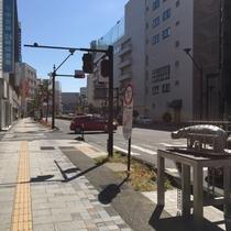 【駐車場案内②】ホテルから一つ目の信号を「左折」
