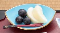 朝食に季節のフルーツ