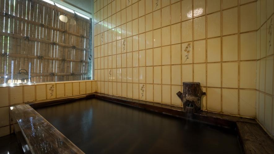 無料の檜の貸切風呂 空いていればご自由にご利用いただけます。