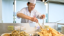 ◇本館レストラン<スカイホール>揚げたての天ぷら【ライブクッキング】