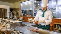 ◇フォレストヴィラ館レストラン<森のテーブル>焼きたての牛ロースステーキ【ライブクッキング】