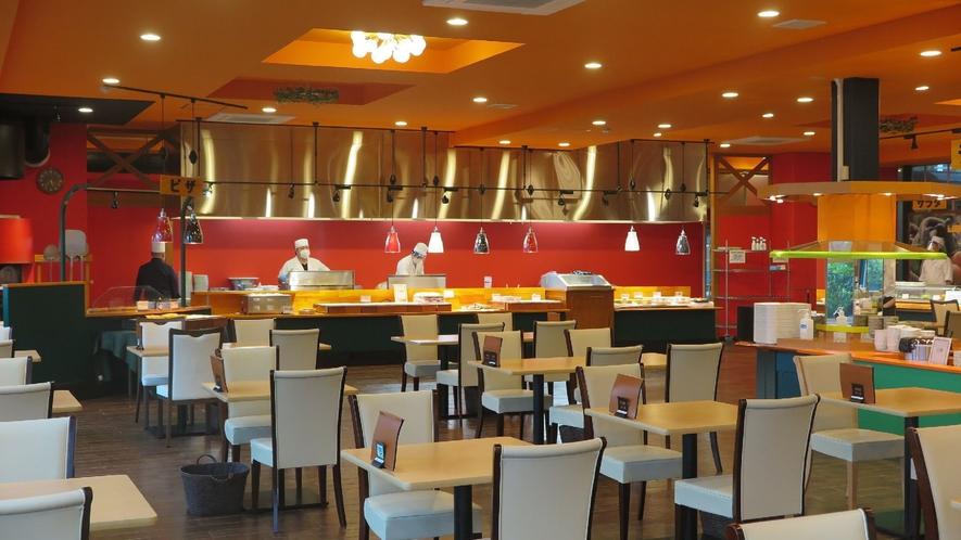 ◇フォレストヴィラ館レストラン<森のテーブル>席数を減らし隣席と間隔を空けております