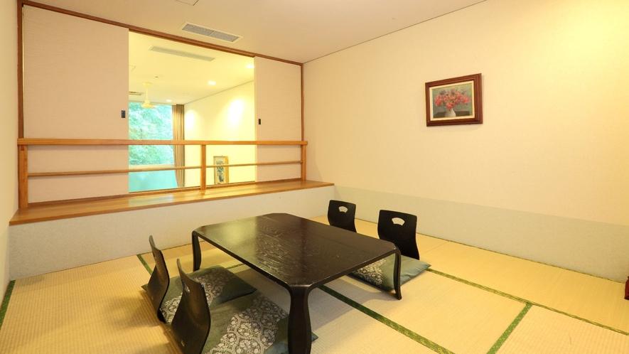 ◇【ザ・コテージ】東棟(一例)/吹き抜けのリビングルームの上には和室を備えております。
