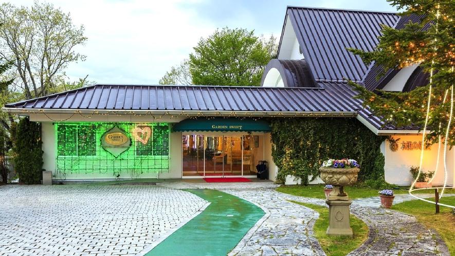 ◇【外観/ガーデンスウィート】ステンドグラスが輝く教会があるカップルおすすめの館