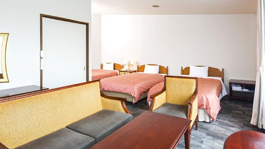 ◇【オリエンタルガーデン】トリプルルーム(一例)/中庭のプールを中心に配置されたお部屋