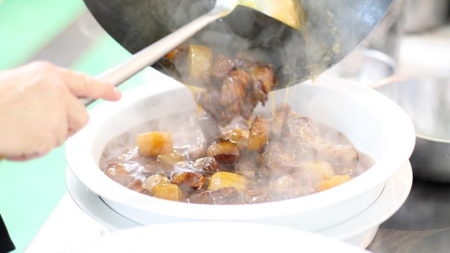 ◇オリエンタルガーデン館レストラン<万里>出来立ての酢豚【ライブクッキング】