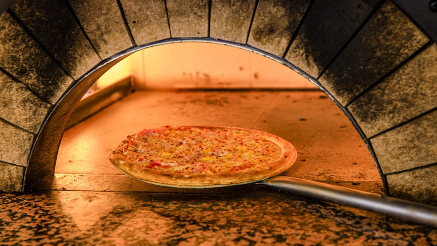 ◇フォレストヴィラ館レストラン<森のテーブル>焼きたてのピッツァ【ライブクッキング】