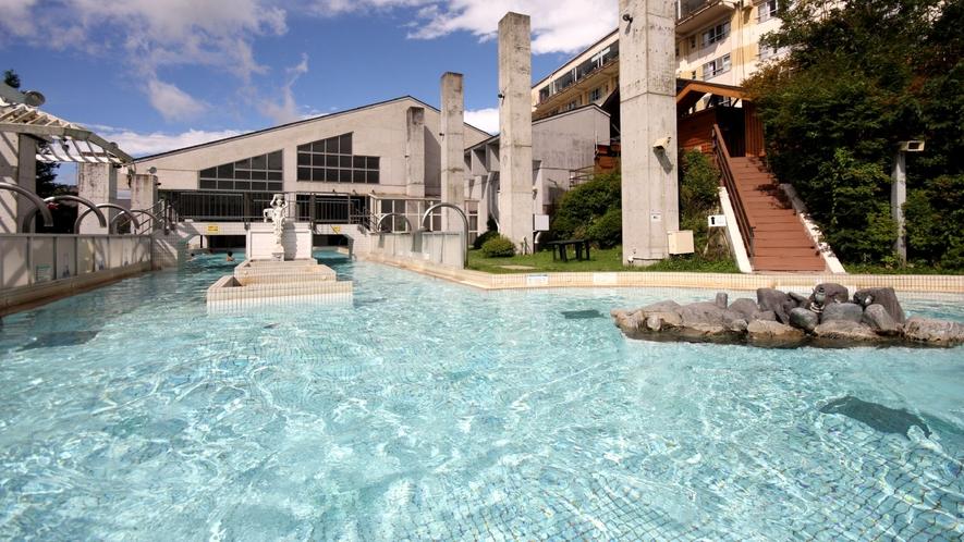 ◇アクアヴィーナス<屋外プール>森林浴×外気浴×温泉浴で五感を満たすアトラクションスパ!