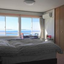 *【部屋】洋室*04/05/お部屋から楽しむ土肥海岸の美しい景色★