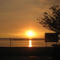 *綺麗な浜辺88選に選ばれた土肥海岸の夕日は絶景です。