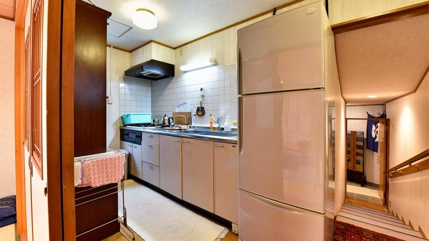 *【部屋/和室16畳】ミニキッチン完備。食材のみご用意いただいて、別荘気分でおくつろぎください♪