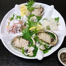 ● 赤イカとアワビ ● 肝醤油を付けてお召し上がり下さい。