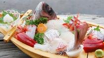 *● 舟盛一例 ● 鮮度抜群の魚介を、どどんっと舟盛でご堪能下さい♪