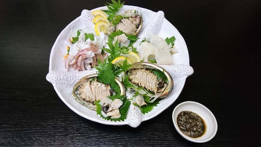 *● 赤イカとアワビ ● 肝醤油を付けてお召し上がり下さい。