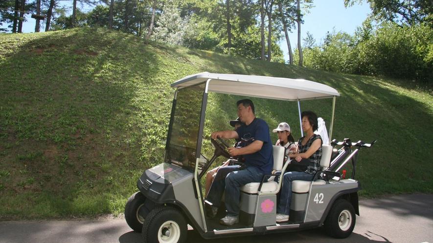 ゴルフカートで散策