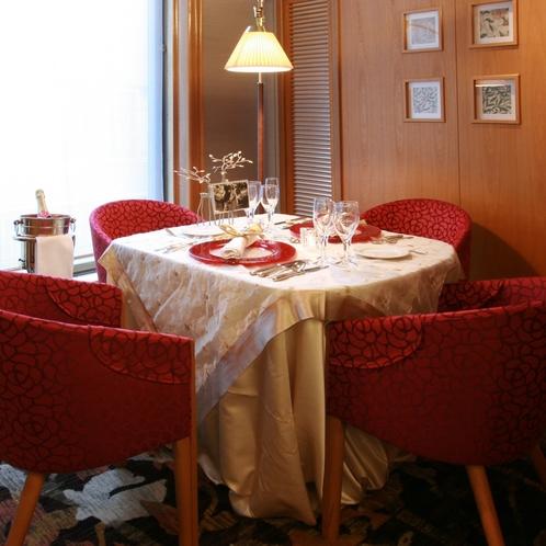 【レストラン】2階テラスレストラン(洋食)/半個室のブース席