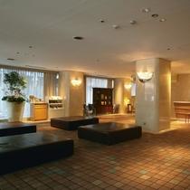 中島屋グランドホテルロビー、モダンな雰囲気でゆったりご利用頂けます