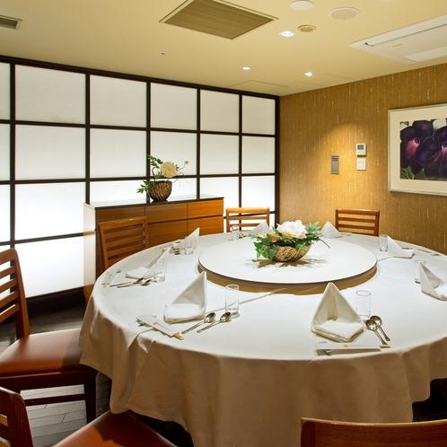 【レストラン】地階四川飯店/椅子テーブルの個室