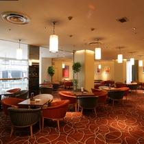 【レストラン】2階テラスラウンジ/コーヒーやデザート、軽食、アルコール等お召し上がり頂けます♪