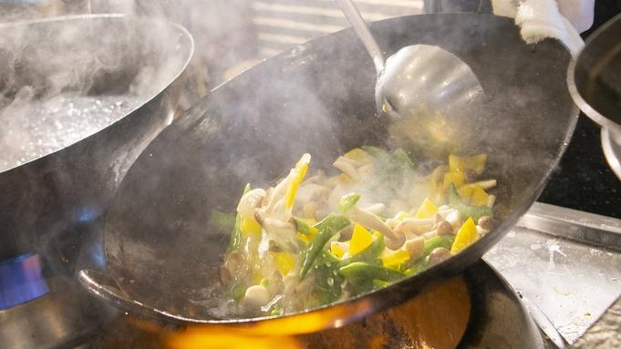 【万世閣オススメ】グリーンアスパラと温泉玉子の温かサラダ〜厚切りベーコンを添えて〜付/ ビュッフェ