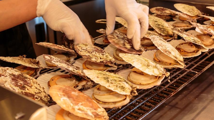 【夕食】噴火湾で採れた帆立 ビュッフェでは殻焼で提供 ※不定期提供