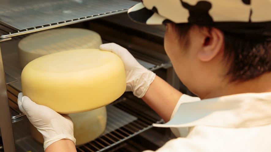 【自家製】レストラン併設のチーズ工房。フレッシュな「モッツァレラチーズ」「クリームチーズ」をご用意