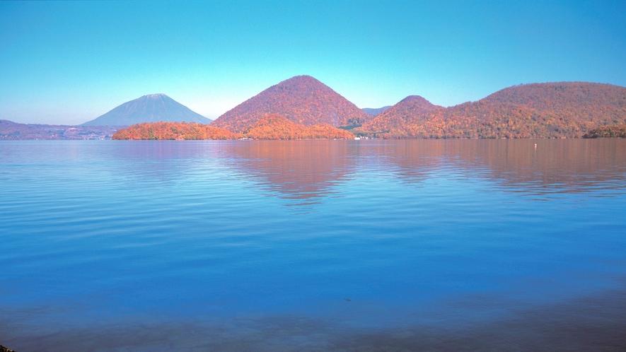 ★洞爺湖の秋景色~中島が赤々とした紅葉をまとう絶景~