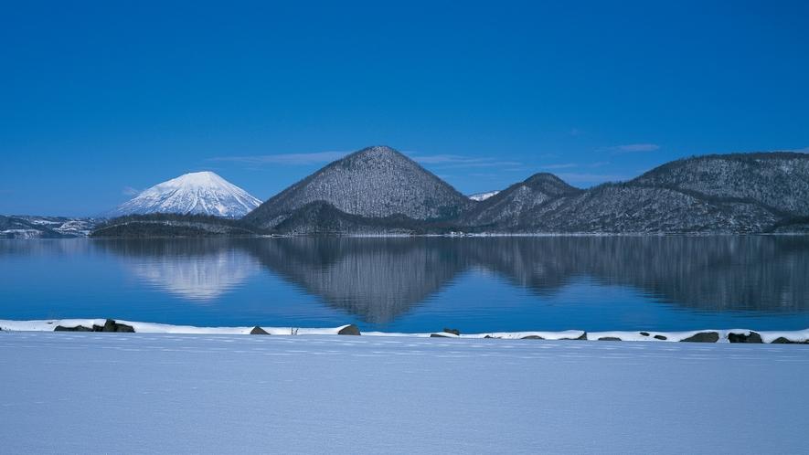 ★洞爺湖の冬景色~中島の奥には羊蹄山の頂が見える絶景~