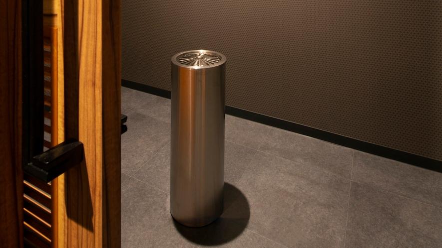 【喫煙スペース】中央館各階に設けた喫煙スペース※客室は全室禁煙の為、必ず喫煙スペースをご利用ください
