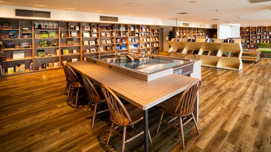 【Library&Cafe BLOSSOM COFFEE】中央館B1階 図書スペース