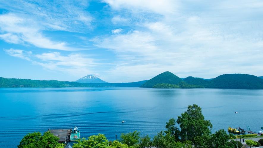 ★洞爺湖の夏景色~湖から青空へ、青のグラデーションが見える絶景~