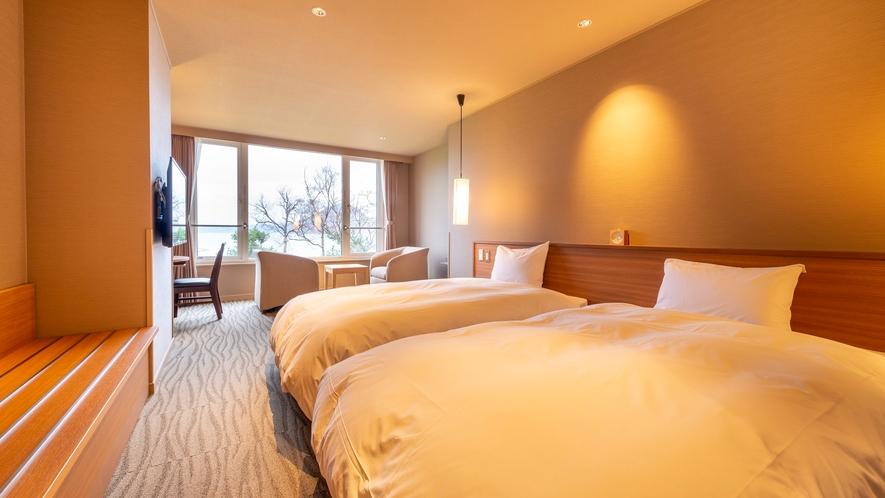 【東館】洋室 ゆとりある広さが快適な湖側洋室。