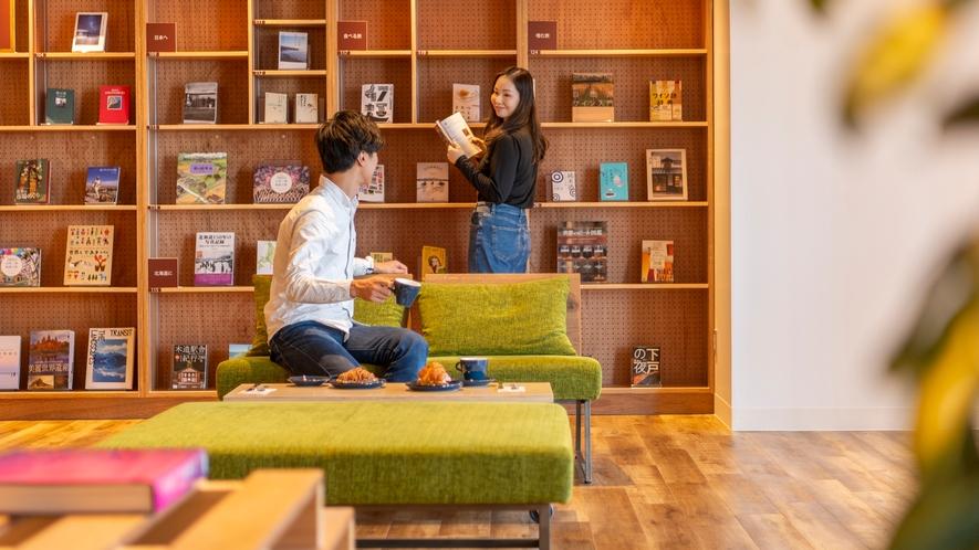 【Library&Cafe BLOSSOM COFFEE】図書スペースでお気に入りの一冊を見つける