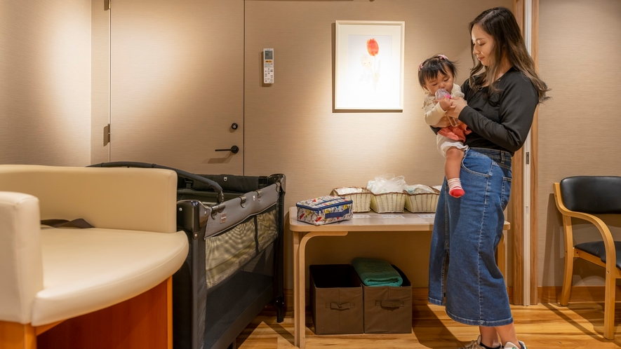 【授乳室】中央館1階 小さなお子様連れのご家族にも安心の設備が整っています♪