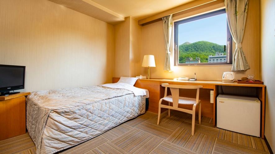 【西館】洋室 セミダブルベッドを1台配したシングルルーム(山側洋室)