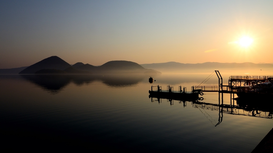 幻想的な洞爺湖の風景