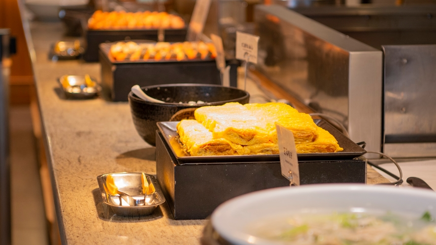 【朝食】洞爺湖を望むビュッフェレストランで味わうのは、キッズメニューを含む和洋約80品