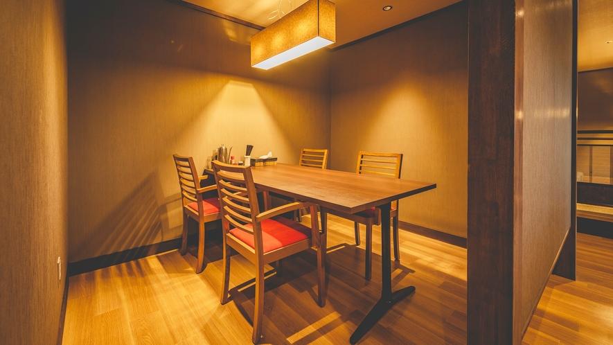 【旬彩和房ななかまど】焼く、揚げる、心地よく店内に響く厨房の音が生み出す安心感。
