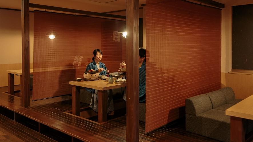 【旬彩和房ななかまど】穏やかな灯りと掘り炬燵。隣席と仕切りがある半個室の程よいプライベート空間