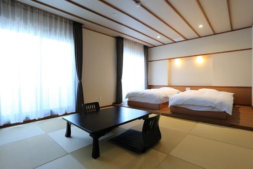 海側和洋室 和室8畳・ツインベット(バス・トイレ付)