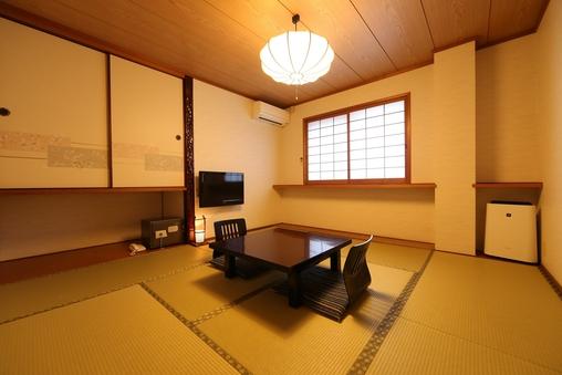 山側和室8畳(バス・トイレ付)