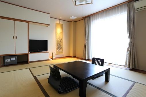 海側和室10畳(洗面・トイレ付)