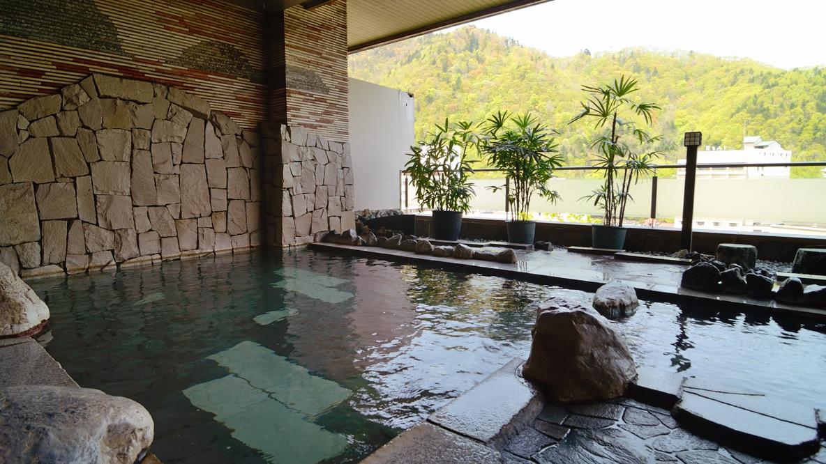 美味しい空気と定山渓の四季を楽しむ。つい長湯してしまいやすい程、落ち着ける場所