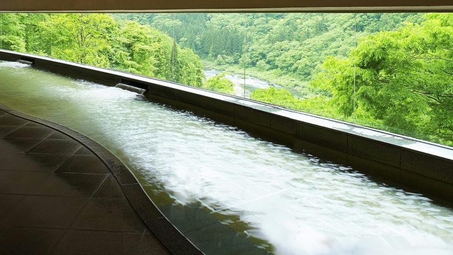 緑が美しい渓流展望風呂 ※本館が休館の場合はご利用いただけません。ご了承ください。