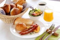 朝食は、ルームサービスでご提供いたします